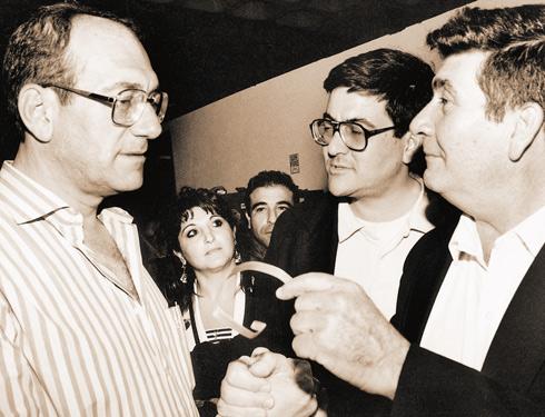 אהוד אולמרט (משמאל), שולה זקן, יוסי אולמרט וירמי אולמרט (צילום: זום 77) (צילום: זום 77)