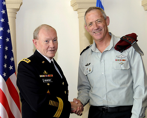 Lt. Gen. Benny Gantz and Gen. Martin Dempsey in Jerusalem (Photo: EPA)