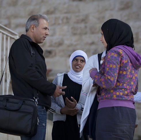 Learned Hebrew behind bars. Mansour with students (Photo: AP)