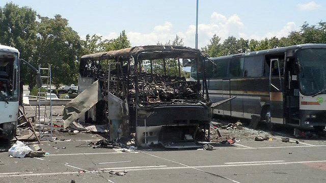 חיזבאללה החל לחשוד אחרי הפיגוע בבורגס. הריסות האוטובוס שהתפוצץ (צילום: AP) (צילום: AP)