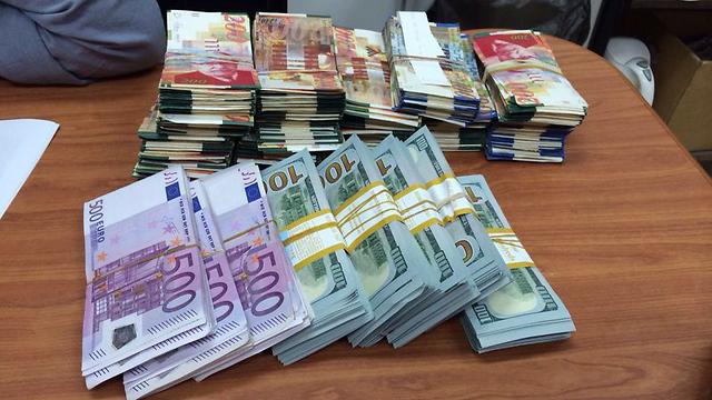 נתפסו מיליונים במזומן ()