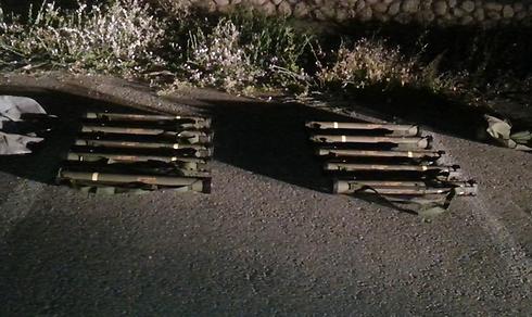 """תפיסת אמצעי לחימה שהוצאו מבסיסי צה""""ל (צילום: דוברות מחוז דרום) (צילום: דוברות מחוז דרום)"""
