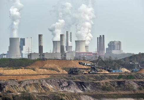 תחנות כוח בגרבנברויך, גרמניה (צילום: AP) (צילום: AP)