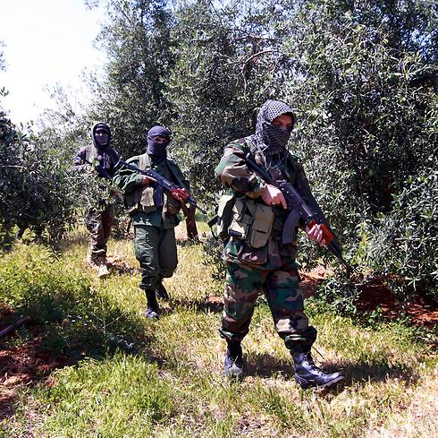 Hezbollah soldiers on the Syria-Lebanon border (Photo: AP)