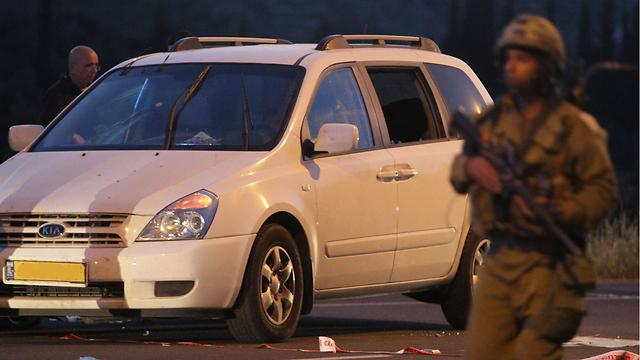 הרכב שבו נסעו בני משפחת מזרחי (צילום: AFP) (צילום: AFP)