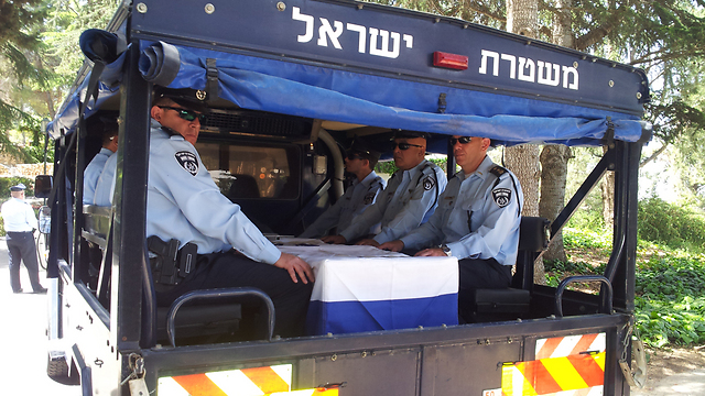 "Mizrahi's coffin (Photo: Noam 'Dabul' Dvir) (Photo: Noam ""Dabul"" Dvir)"