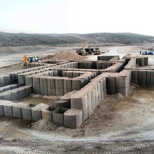 """מדמים מוצבים סוריים (צילום: דובר צה""""ל) (צילום: דובר צה"""
