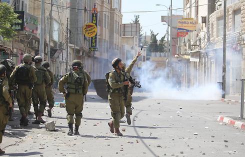 עיר נפיצה. עימותים בחברון ביום האסיר הפלסטיני בחודש אפריל (צילום: גיל יוחנן) (צילום: גיל יוחנן)