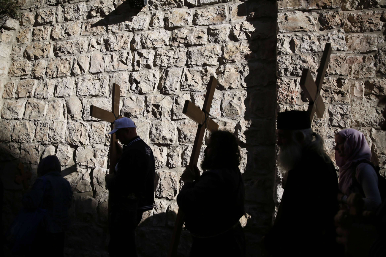 Cross bearers (Photo: AFP)