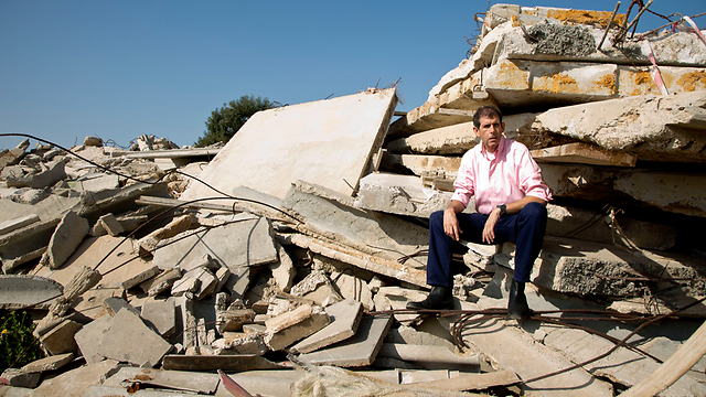 דובי איכנולד בצילום לכתבה על אסון צור (צילום: רמי זרנגר) (צילום: רמי זרנגר)