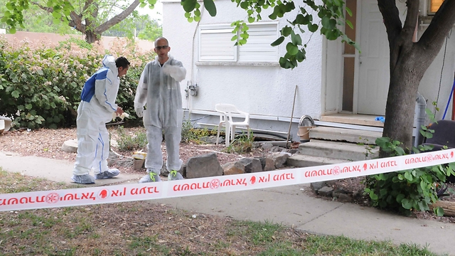 Police at scene of murder (Photo: Avihu Shapira) (Photo: Avihu Shapira )
