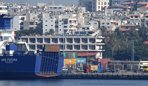 ספינה דנית מפנה נשק כימי מסוריה. ארכיון (צילום: AFP PHOTO/ROYAL DANISH NAVY) (צילום: AFP PHOTO/ROYAL DANISH NAVY)