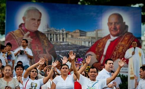 מאמינים קתולים בסן סלבדור (צילום: AFP) (צילום: AFP)