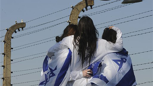Israelis at Auschwitz-Birkenau (Photo: AP)