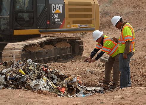 הקסטות נמצאו באשפה (צילום: רויטרס) (צילום: רויטרס)
