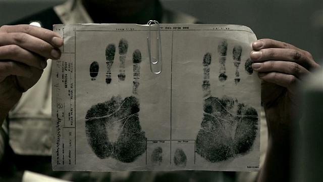 """טביעות כף ידו של אדולף אייכמן. """"לילה וערפל"""" (צילום: איתי מרום) (צילום: איתי מרום)"""