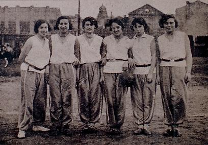 שחקניות כדורעף בקרקוב. לא רק כדורגל, לא רק גברים  (באדיבות המכללה האקדמית וינגייט) (באדיבות המכללה האקדמית וינגייט)