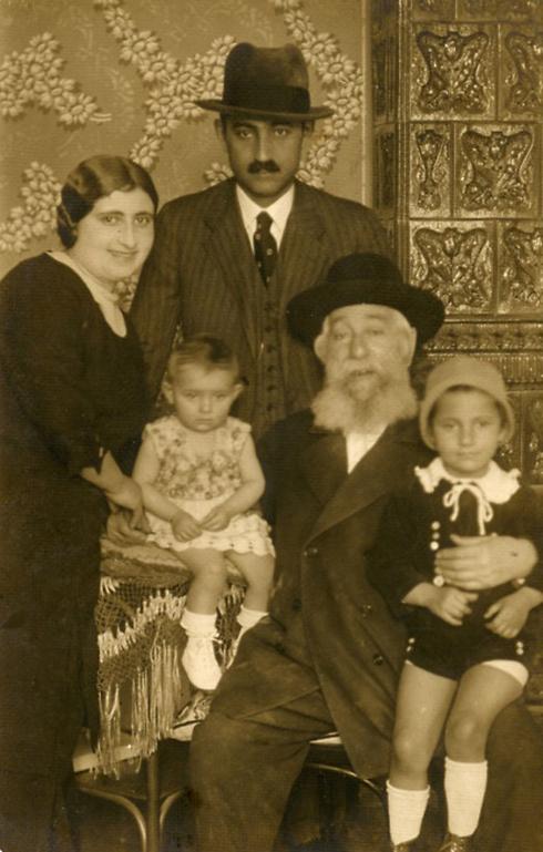 שרייבר ומשפחתה. אבא לא חזר ()
