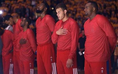 Los Angeles Clippers players protest Donald Sterling's comments (Photo: AP)
