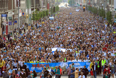 The March of the Living in Budapest (Photo: Reuters)