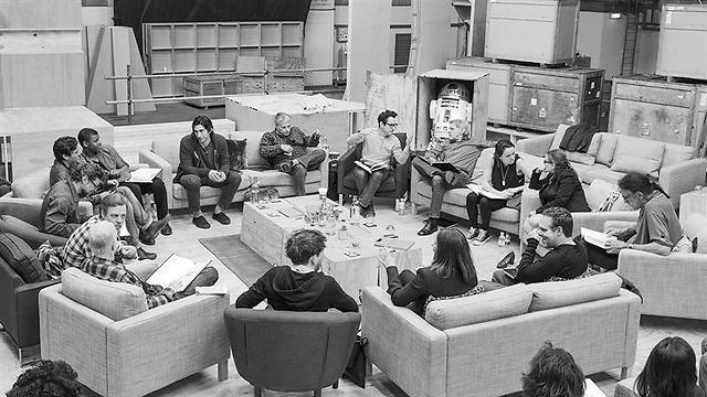 """הקאסט של """"מלחמת הכוכבים 7"""" (צילום: מתוך StarWars.com) (צילום: מתוך StarWars.com)"""