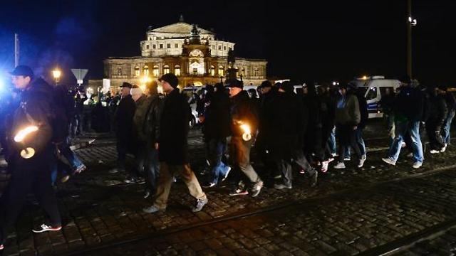 ניאו-נאצים בתהלוכה בגרמניה (צילום: AFP) (צילום: AFP)
