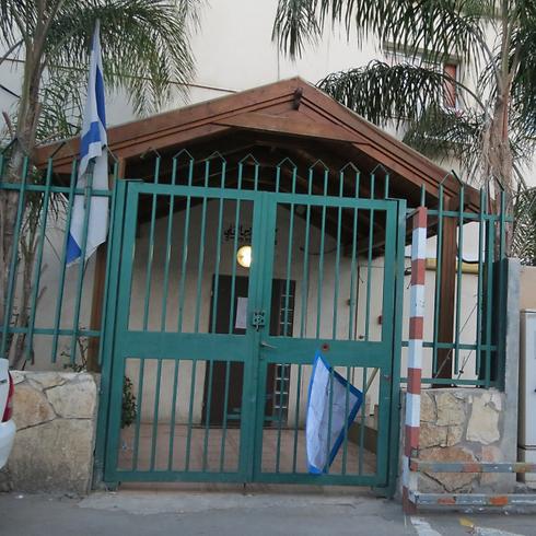 No governing today. Council building closed. (Photo: Hassan Shaalan)
