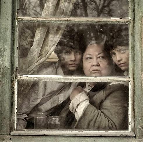 """התאומים גיימאנט ופירושקה מולנר ב""""המחברת הגדולה"""" ()"""