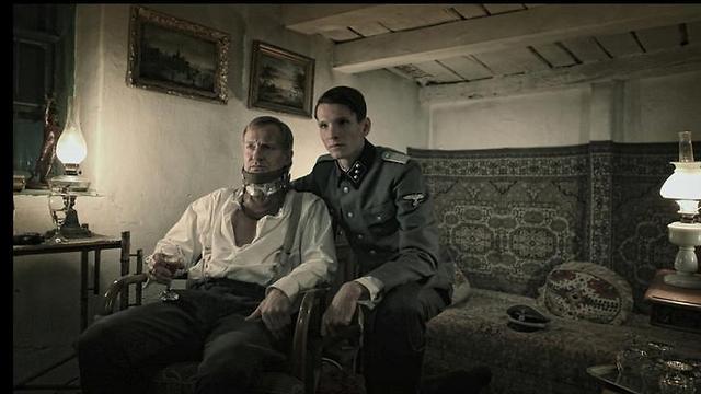 """אולריך תומסן כנאצי השומר ב""""המחברת הגדולה"""" ()"""