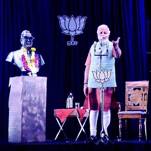 הקמפיין המנצח. מודי בהולוגרמה (צילום: AFP) (צילום: AFP)