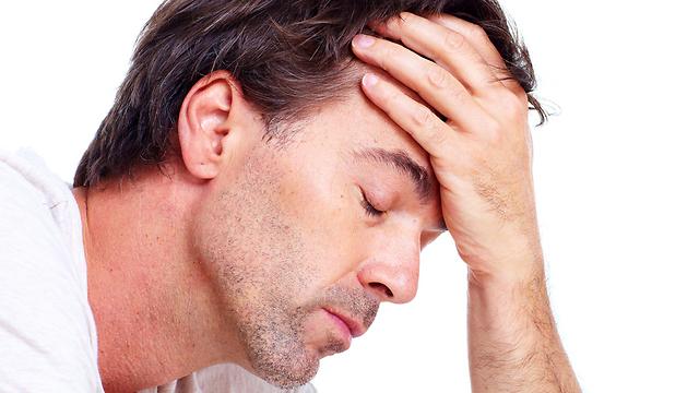 דיכאון ומצב רוח ירוד. אמור לעבור תוך מס' שבועות (צילום: shutterstock) (צילום: shutterstock)