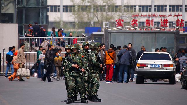 כוחות אבטחה, הבוקר בתחנת הרכבת שבה אירע הפיגוע (צילום: רויטרס) (צילום: רויטרס)