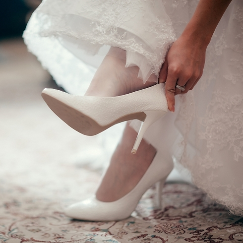 יש כלות שיכולות רק לחלום על הנעליים שלך. מדוע שלא תעזרי להן? (קרדיט: Shutterstock) (קרדיט: Shutterstock)