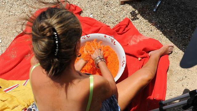"""זה צבע מאכל? """"אנשים כתומים"""" (צילום: מאיר אזולאי) (צילום: מאיר אזולאי)"""
