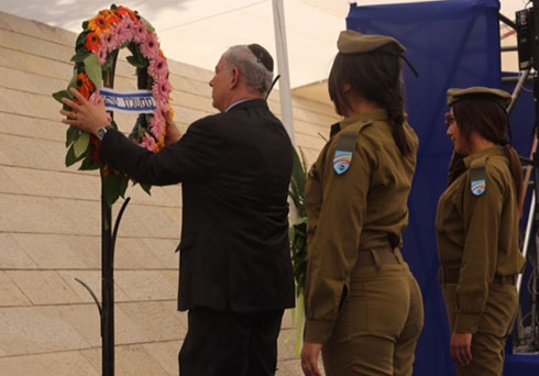 Netanyahu honors the fallen (Photo: Gil Yohanan)