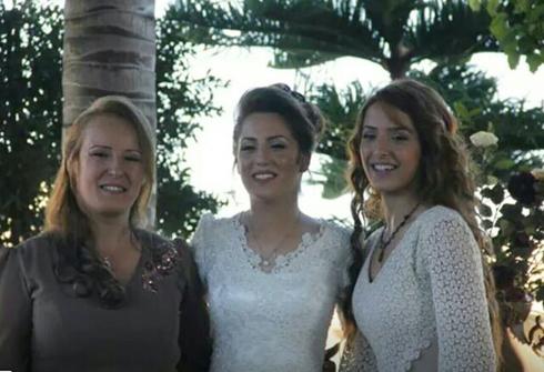 Hanadi (L) and daughter Einav and Wafa (R)