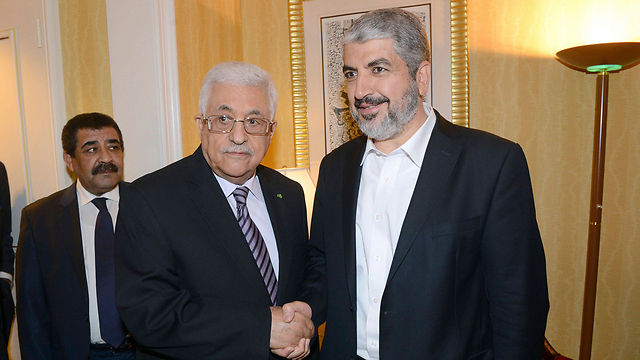 Committed to agreement with PA. Mashal (right) with Palestinian President Abbas (Photo: Reuters)