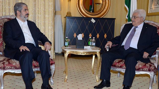 Abbas and Khaled Mashal in Doha (Photo: EPA)