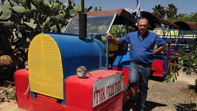 """""""הרכבת הבדואית הראשונה"""" (צילום: הרצל יוסף) (צילום: הרצל יוסף)"""