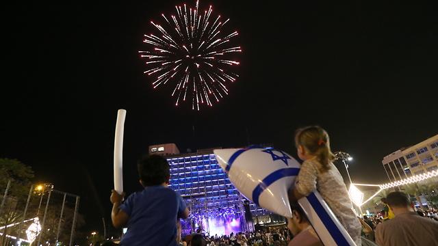 Firework in Tel Aviv (Photo: Yaron Brenner)
