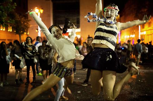 חגיגות עצמאות וקצף. אמש בירושלים (צילום: AFP) (צילום: AFP)