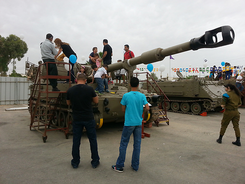 Armored vechiles exhibit at the Natan base in Beersheba (Photo: Barel Efraim)