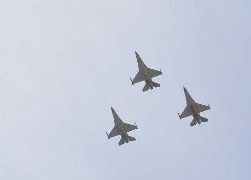 מטוסי קרב מעל אילת (צילום:מאיר אוחיון) (צילום:מאיר אוחיון)