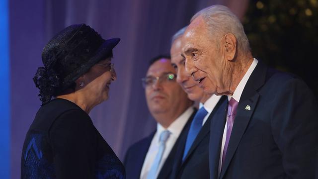Bar Shalom recives prize (Photo: Gil Yohanan)