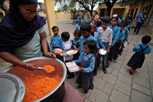 ארוחה בהודו (צילום: AP) (צילום: AP)