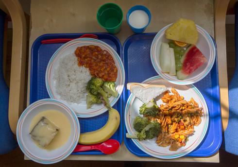 ארוחת בית ספר בלונדון (צילום: AP) (צילום: AP)
