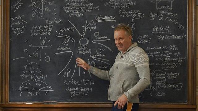 """סטלן סקושגורד כד""""ר אריק סולוויג ב""""ת'ור: העולם האפל"""" ()"""