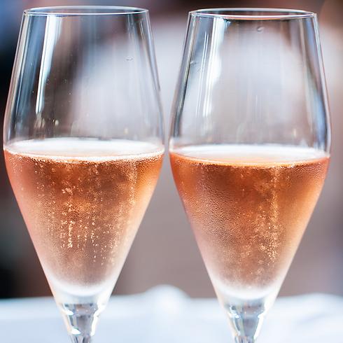 מעשירים את האווירה. יינות מבעבעים (צילום: שאטרסטוק)