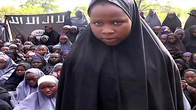"""חטופות. הנערות הניגריות שבשבי """"בוקו חראם"""" (צילום: AFP)"""