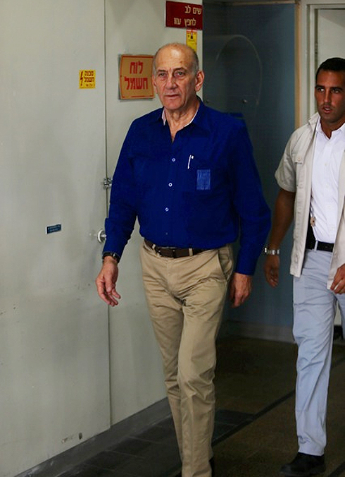 Former Prime Minister Ehud Olmert arrives in court for sentencing (Photo: Motti Kimchi)